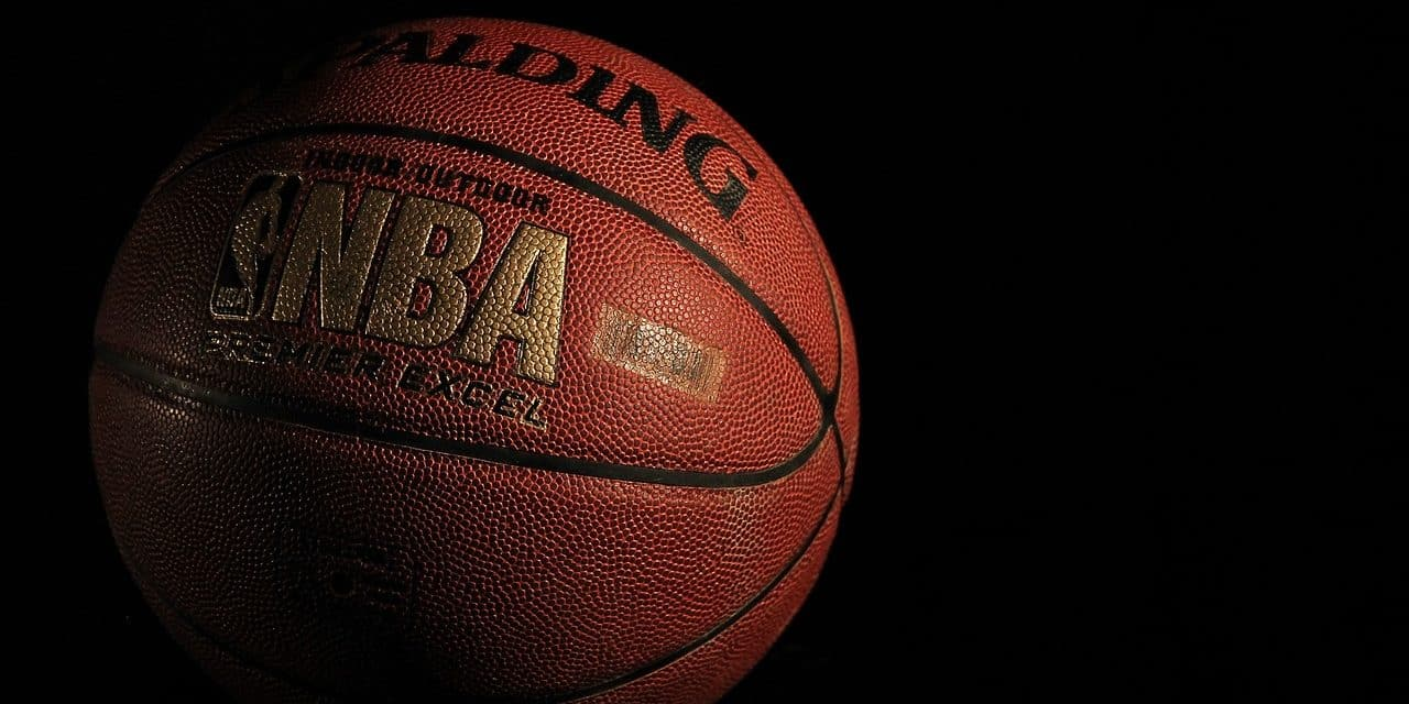 Ballons de basket Spalding : Pourquoi les utiliser sur le playground ?