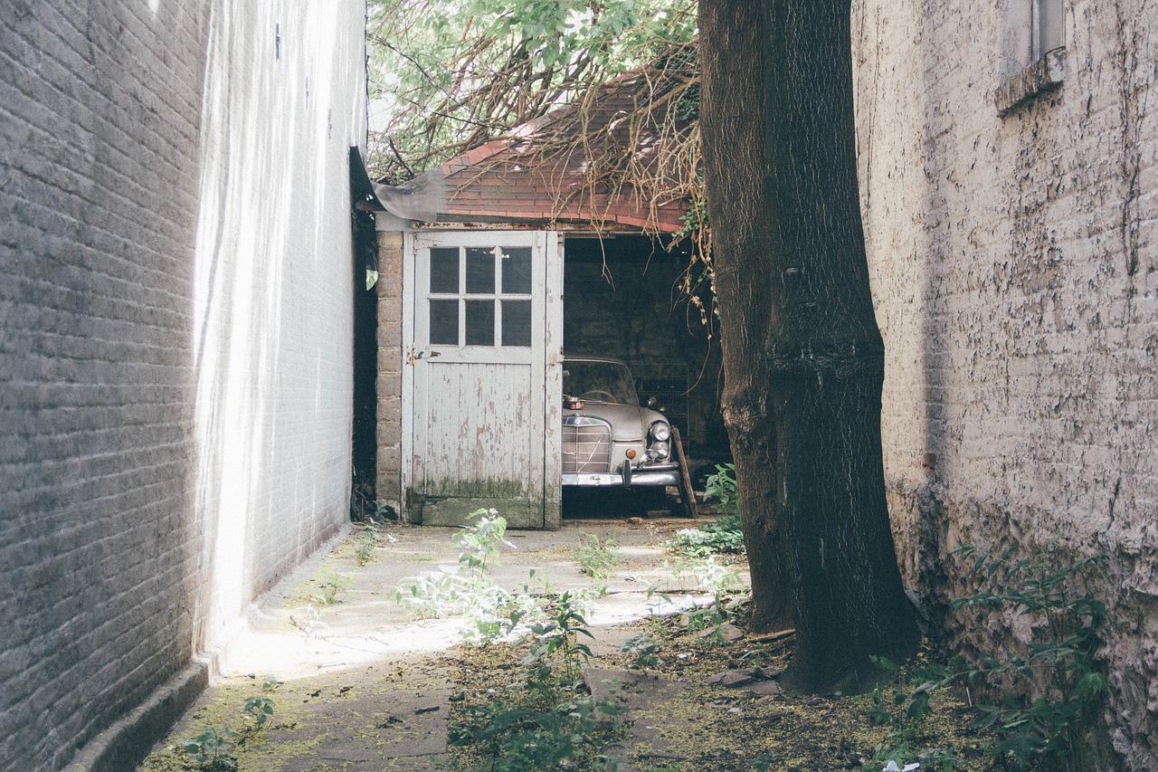 Projet de rénovation d'un vieux garage, Que regarder avant d'installer une porte de garage sectionnelle ?
