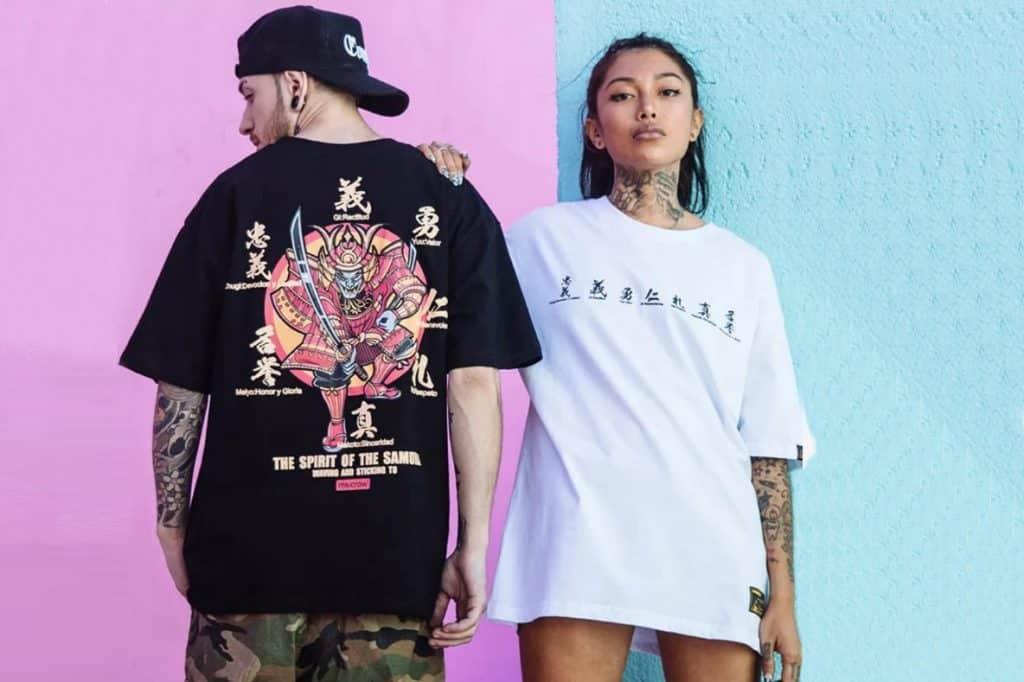 couple portant du streetwear japonais