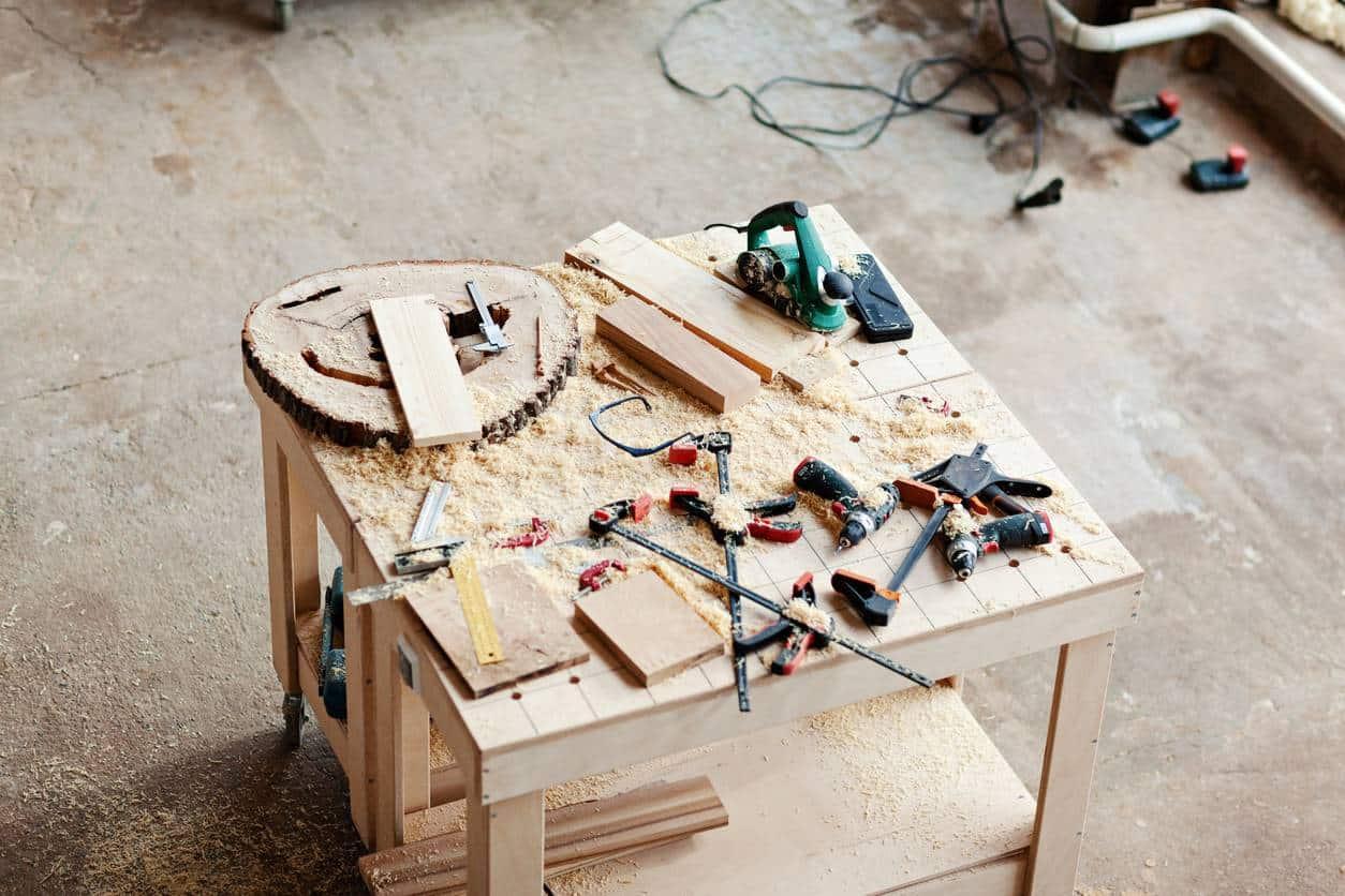 atelier bricolage outils manutention établi