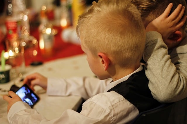 Quel premier forfait mobile choisir pour son enfant ?