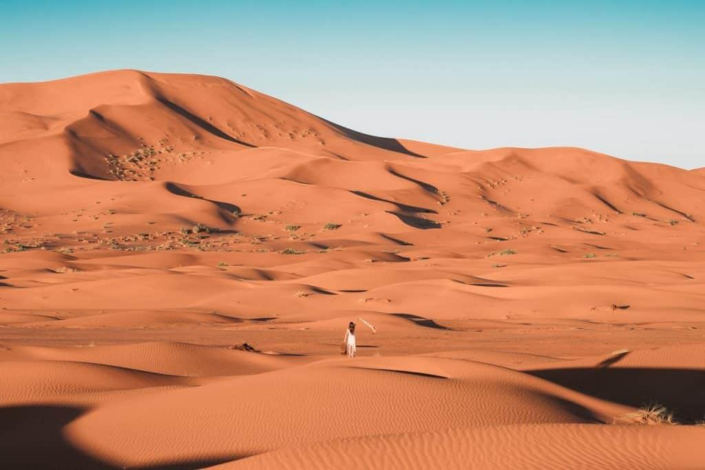 Désert du Maroc et son sable brun chaud