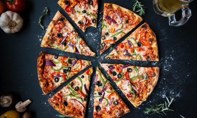 Un laminoir professionnel pour préparer une belle pizza